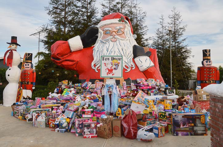 Christmas Toy Giveaway 2021 Santa S Toy Drive Santa To The Sea